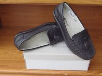 ladies shoes sizes range from 5/6