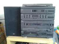 Sanyo stereo system with speakers