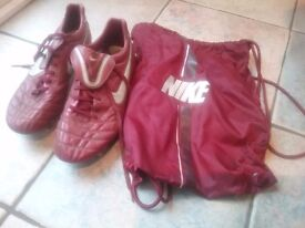Nike Football boots size 9.5. Maroon with carry bag