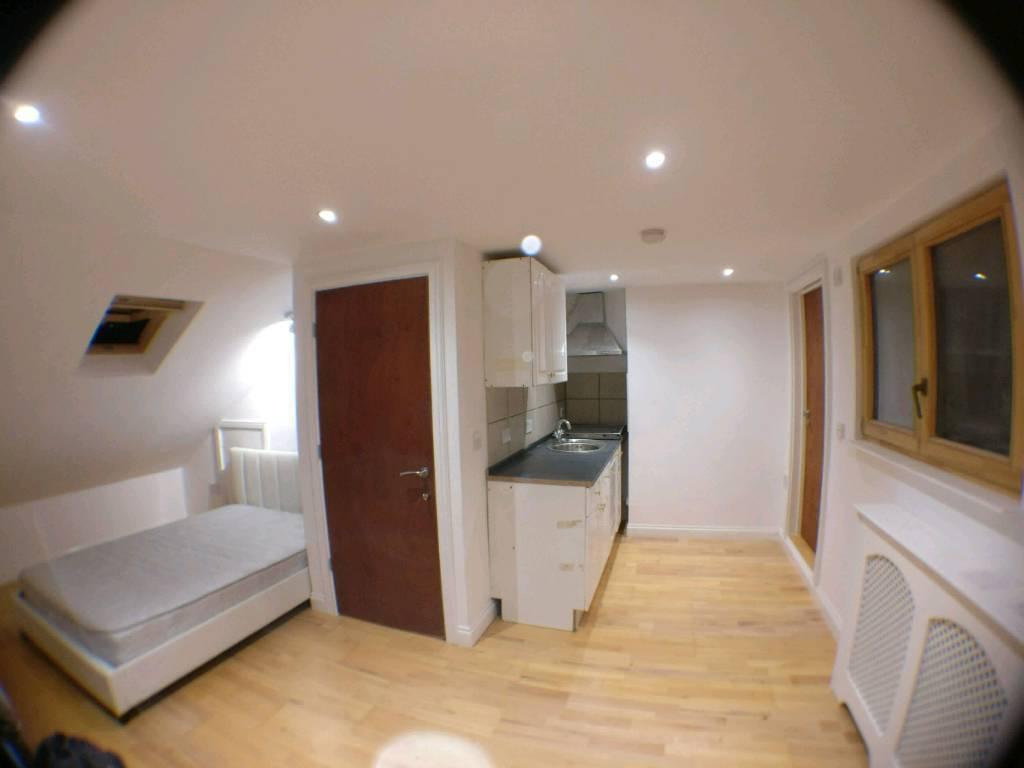Studio flat near Goodmayes station