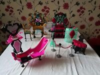 4 Monster high playsets