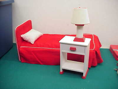 American Girl Pleasant Co Label molly Bed red and white pillow stand lamp - Molly White Bed
