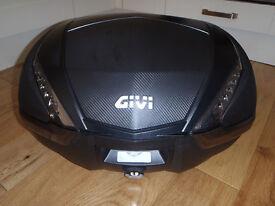 Givi V47 monokey top box in excellent condition