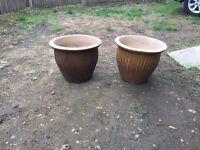 2 ceramic plant pots