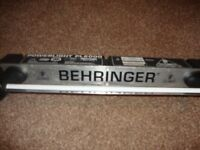BEHRINGER Powerlight PL2000 Rack Light and Power Distributor