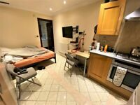 All Inclusive Spacious ground Floor Studio with Communal Area in Leytonstone --No DSS please