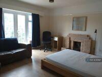 3 bedroom house in East Mead, Guildford, GU2 (3 bed) (#851687)