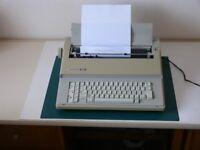 Silver Reed EZ20 Electronic Typewriter