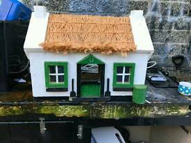 Soild pine wood cats house