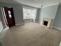 Spacious and excellent condition 3 Bedrooms House with Massive Driveway near Romford Station