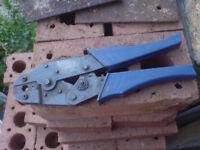 Co-ax plug crimp tool