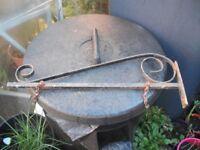Vintage Ornate Iron Sign Hanging Bracket (good condition)