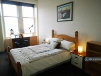 1 bedroom in Maxwellton Street, Paisley, PA1 (#963058)