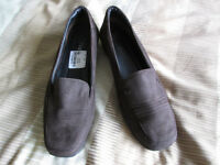 NEW Ladies shoes - Lotus - size 5 (label still inside)