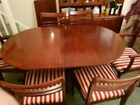 Extending Dining Table 2 x carvers and 4 chairs