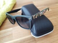 Sun Glasses (fashion accessory)