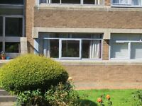Comfortable Unfurnished 1 Bed Flat In Quiet Landscaped Garden Complex Close to Shawlands Cross.