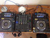 PAIR OF PIONEER CDJ-2000NXS NEXUS DECKS & DJM750K MIXER