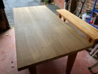 Oak dining table in good condition