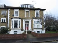 Selhurst Road SE25 - Offered to the market is this one double bedroom conversion flat