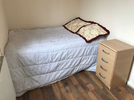 DOUBLE ROOM IN A HOUSE !!!!!!!!!!IDEAL FOR CITY PROFESSIONALS AND STUDENTS SHARERS