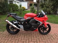 Hyosung GT125R Red, low mileage