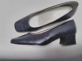 Ladies Shoes Size 8 Navy