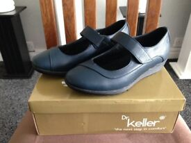 BRAND NEW Dr Keller NAVY Velcro shoes size 6
