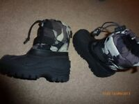 Young boys snow boots - size 8