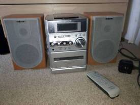 Sony hi-fi stereo with speakers and remote control