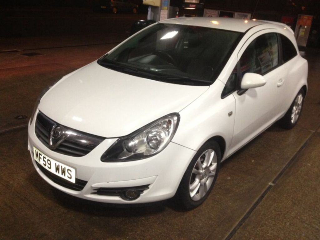 vauxhall corsa 1 2 sxi in white 2009 2350 in oldham manchester gumtree. Black Bedroom Furniture Sets. Home Design Ideas