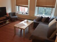 LOVELY DOUBLE BEDROOM SET IN 2 BEDROOM FLAT MINUETS FROM CENTRAL LINE AND DISTRICT