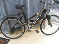 ADULT LADIES VERY GOOD QUALITY GT SUSPENSION MOUNTAIN BIKE IN VGC