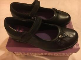 Clarks girls school shoes 12.5G