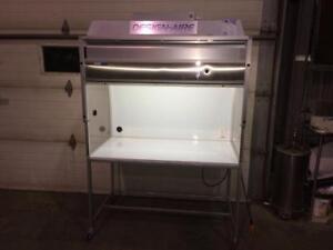 Hotte à flow laminaire 48 (salle blanche) -- 48 laminar flow hood (clean room)