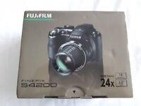 Fujifilm Finepix s4200 digital camera with case