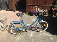 LADIES SAFARI FOLD UP TRAVELER BIKE WITH CARIER ON BACK CLEAN CONDITION