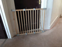 childs stair safety gate