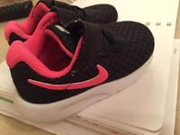 Baby girl trainers Nike 4.5