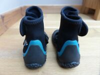 Childrens Circle One 3mm wetsuit boots