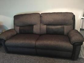 FULLY ELECTRIC RECLINING SUITE LIKE NEW