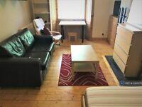 2 bedroom flat in Wardlaw Street, Edinburgh, EH11 (2 bed) (#1084372)