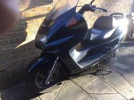 Yamaha YP250. 1998 green only 10k miles and 1 year MOT