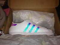 Ladies/Junior Adidas Superstar Trainers