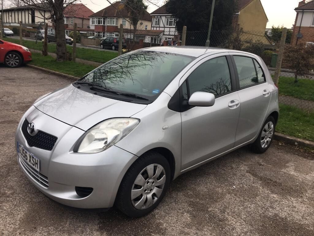 Toyota Yaris Automatic 5 Door Silver 39k Fsh Parking