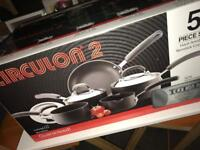 Brand new Circulon 5 piece pots and pan set
