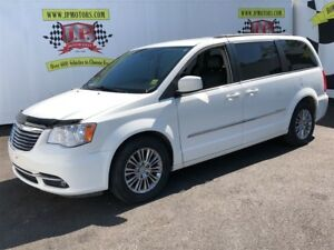 2013 Chrysler Town & Country Touring,