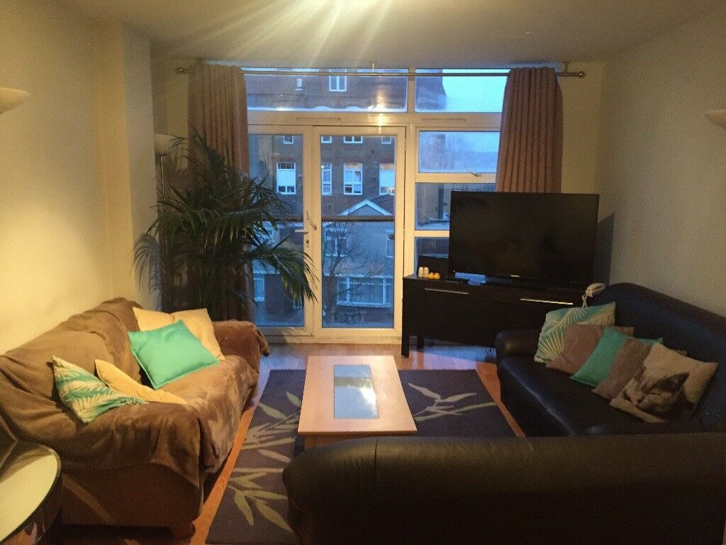 Double room and sole use of large living room, ideal for a couple or young professional
