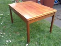 L@@K: CHEAP EXTENDING DINING TABLE AND FOUR CHAIRS FOR SALE. COULD DELIVER.