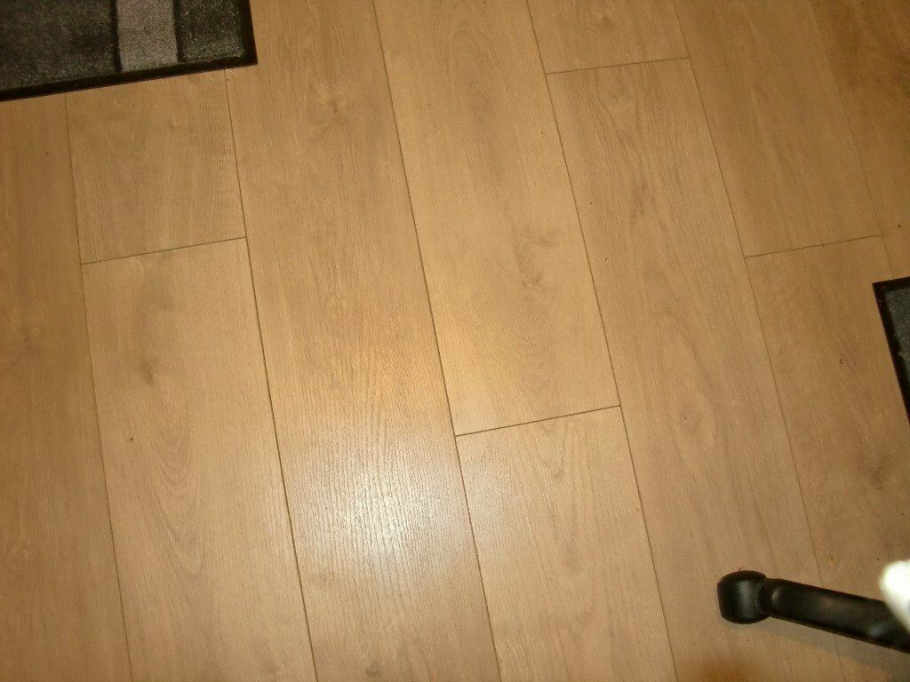 Fin Floor Glamour Oak Laminate Flooring With 6mm Gold Foil Underlay